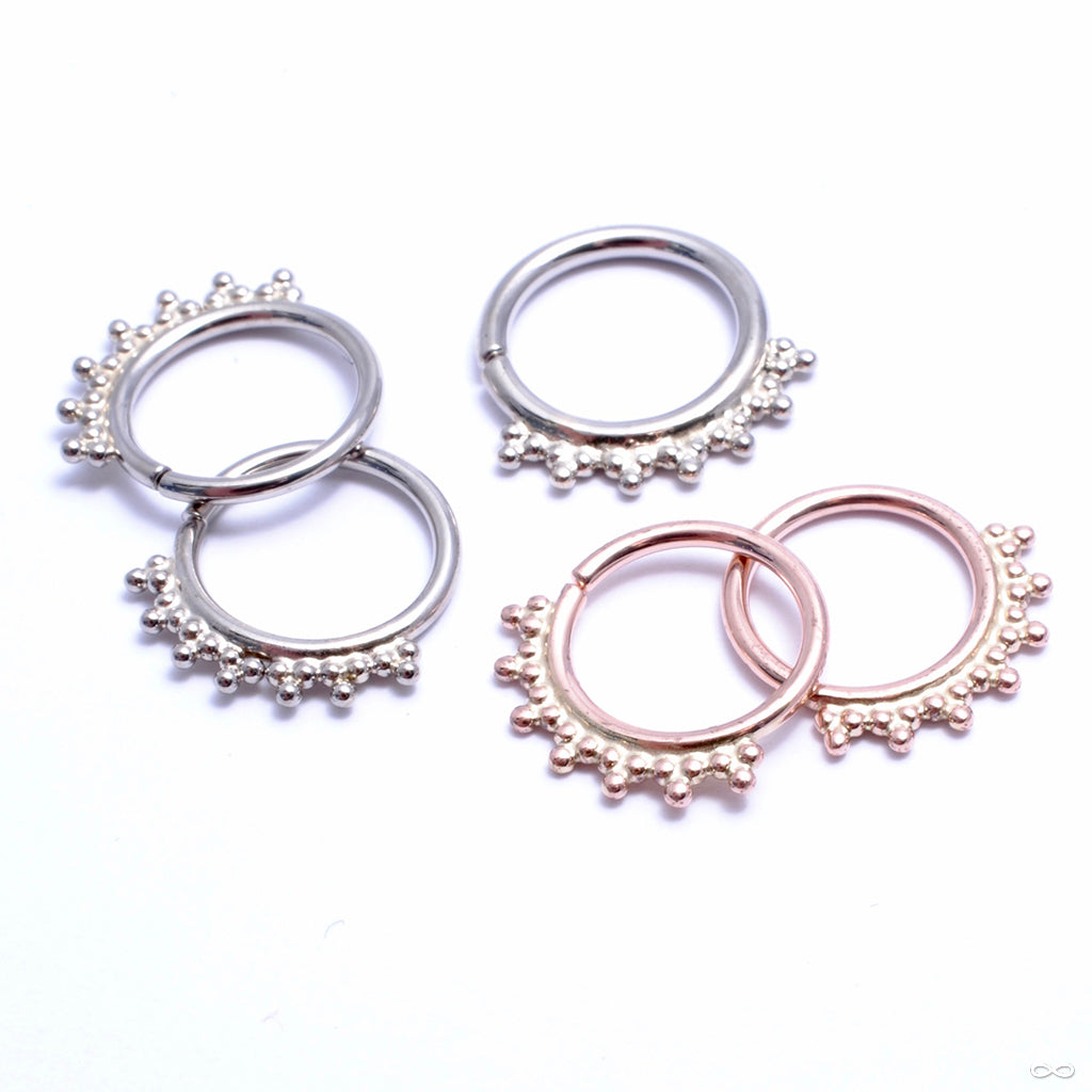 Jenna Seam Ring in Gold from Scylla in white gold