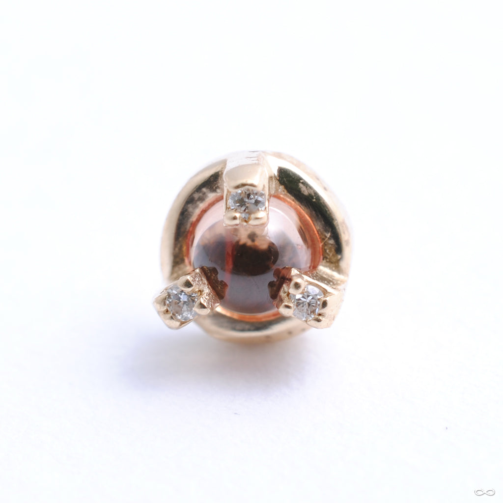 Small and Wild Press-fit End in Gold from Pupil Hall with peach sapphire