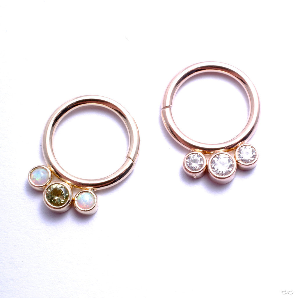 Seam Ring with Three Gemstones in Gold from Anatometal with Clear CZ