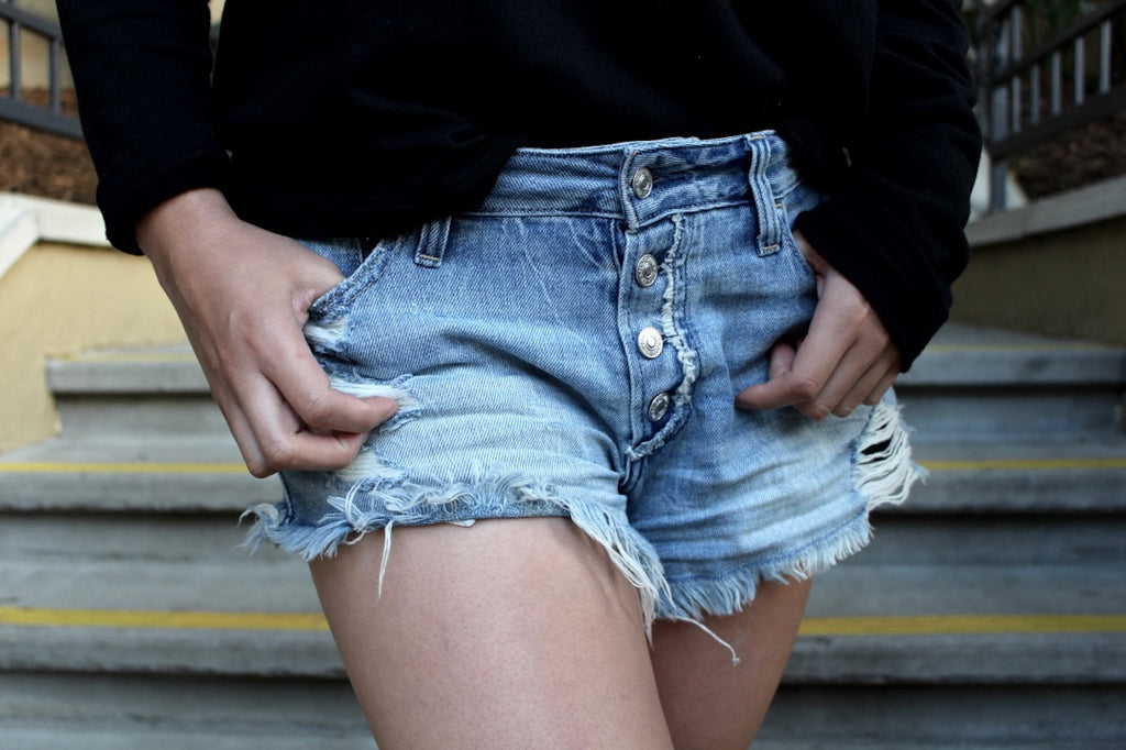 distressed shorts | queen bee fashion blog