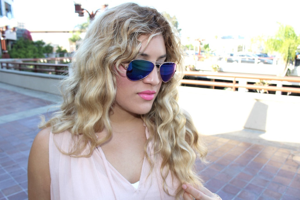 wavy blonde hair | aviator sunglasses