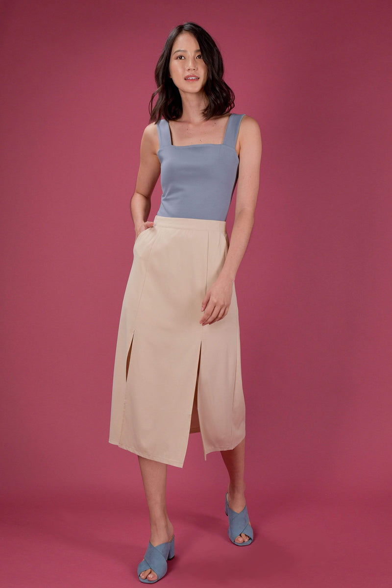 AWE Bottoms EVERYDAY SLIT MIDI SKIRT IN SAND