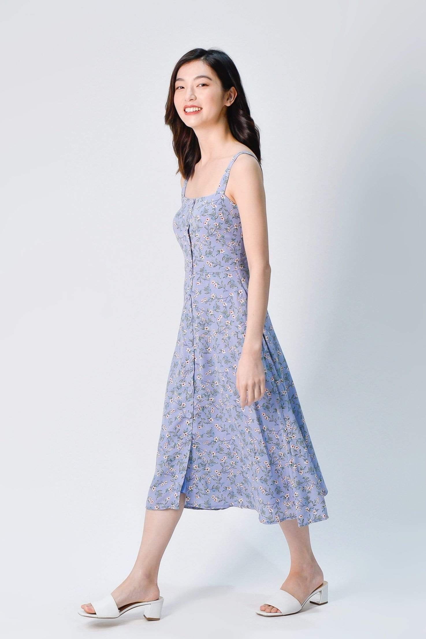 CALLA THICK-STRAP BUTTONED DRESS IN PERIWINKLE FLORAL
