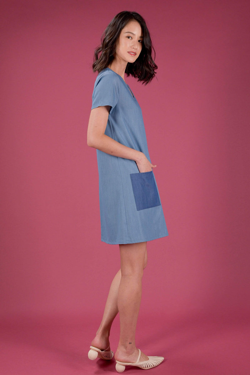 AWE Dresses EVERYDAY V-NECK COLOURBLOCK SLEEVED DRESS IN LIGHT DENIM