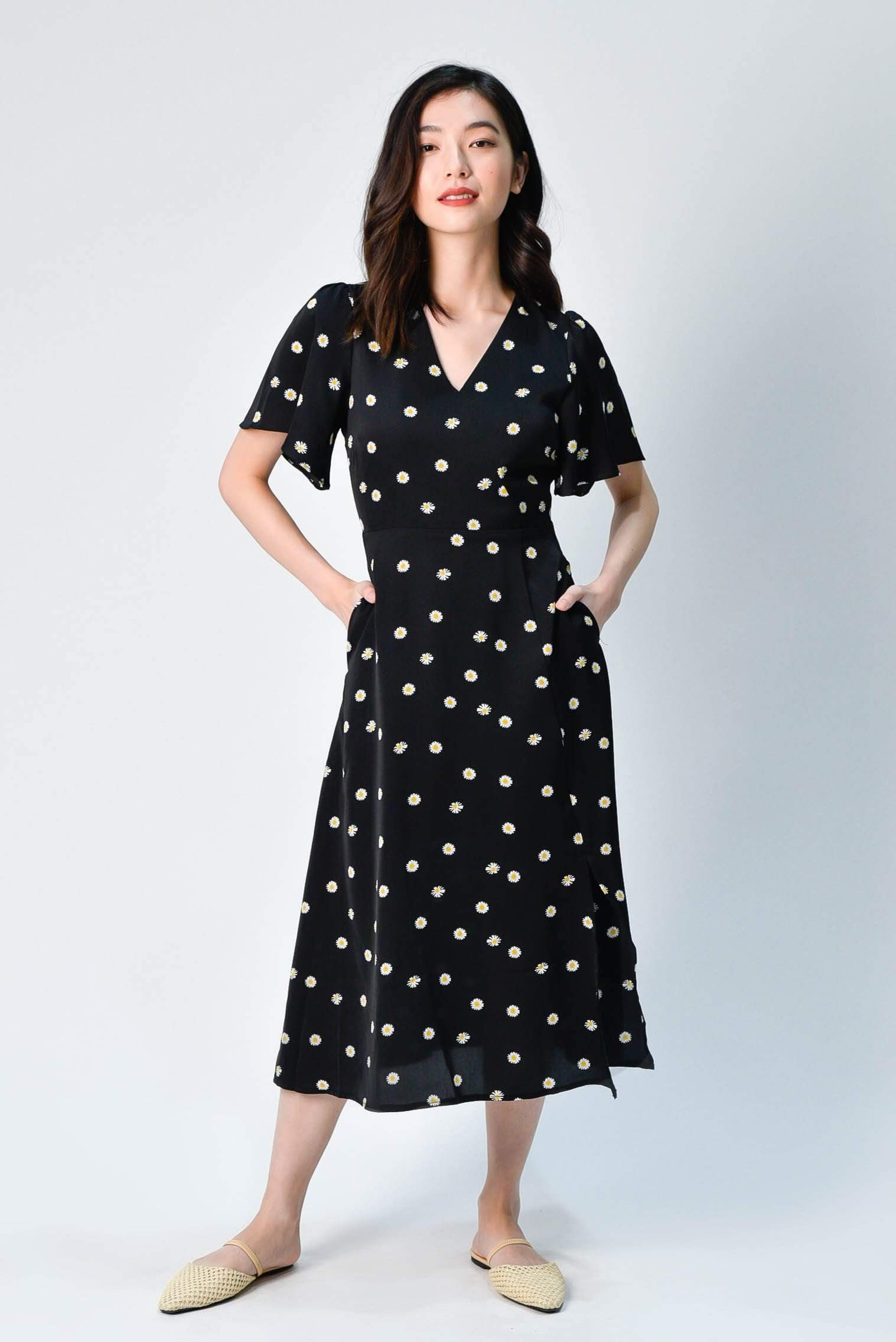FIORE BLACK DAISY FLUTTER-SLEEVED MIDI DRESS