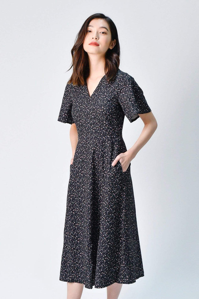 ODELIA FLUTTER SLEEVE DRESS IN BLACK FLORAL