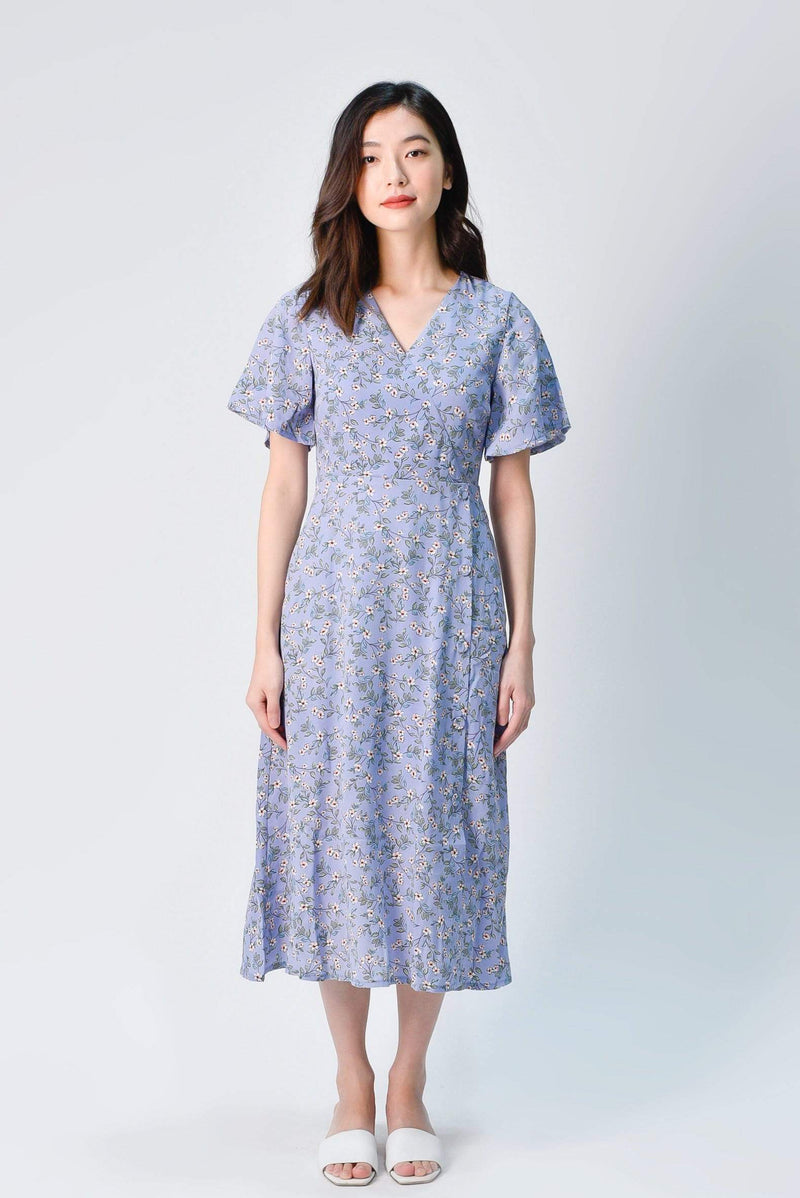 ODELIA FLUTTER SLEEVE DRESS IN PERIWINKLE FLORAL