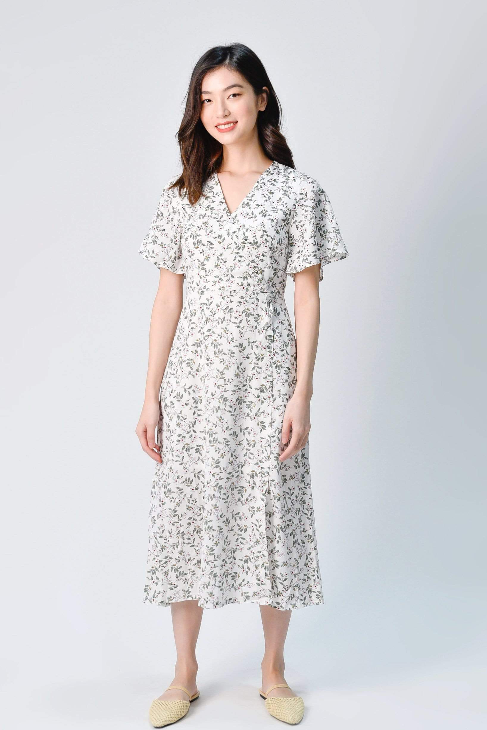ODELIA FLUTTER SLEEVE DRESS IN WHITE FLORAL