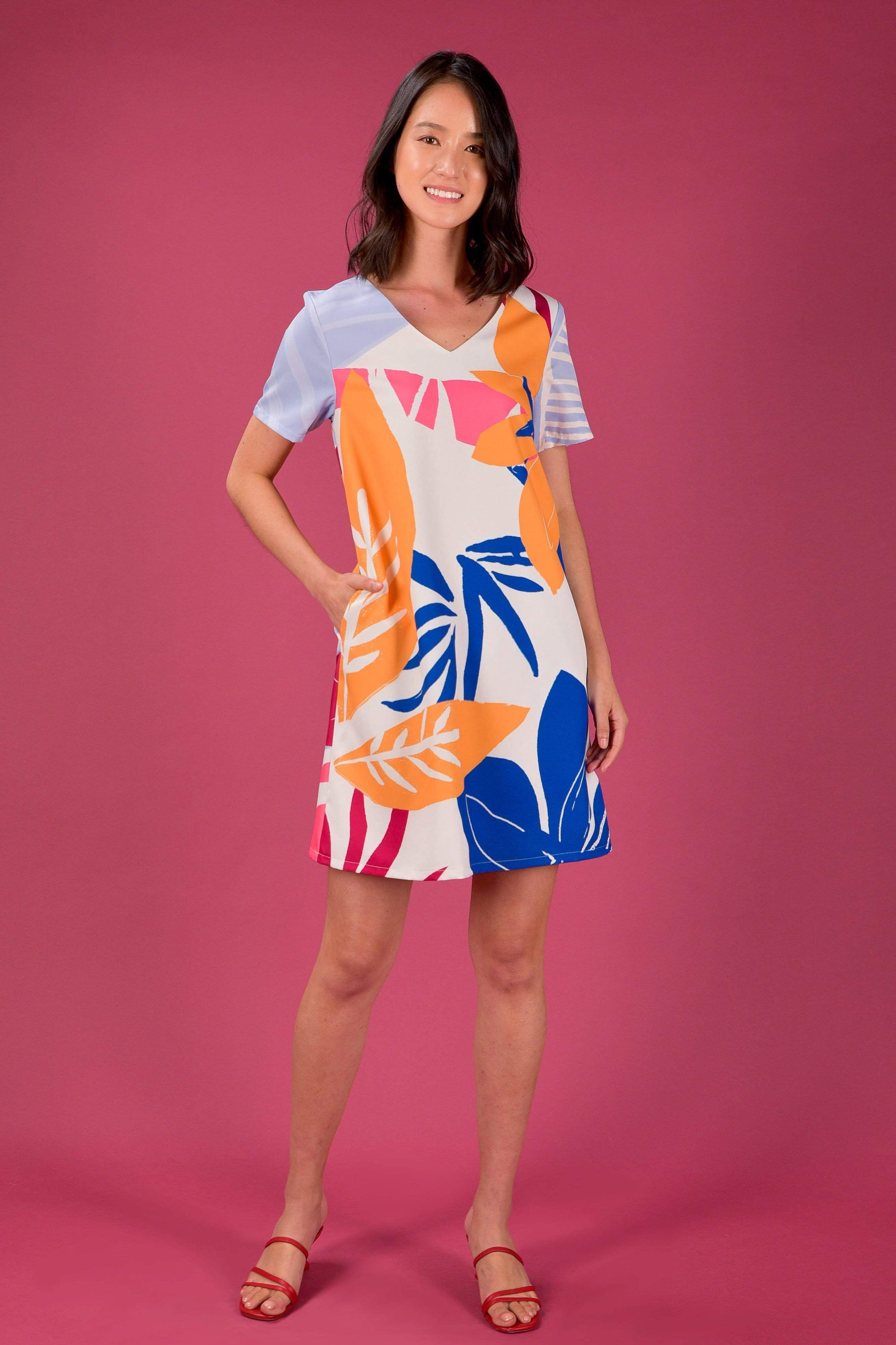 RAINFOREST TWO-WAY SLEEVED SHIFT DRESS IN RAFFLESIA