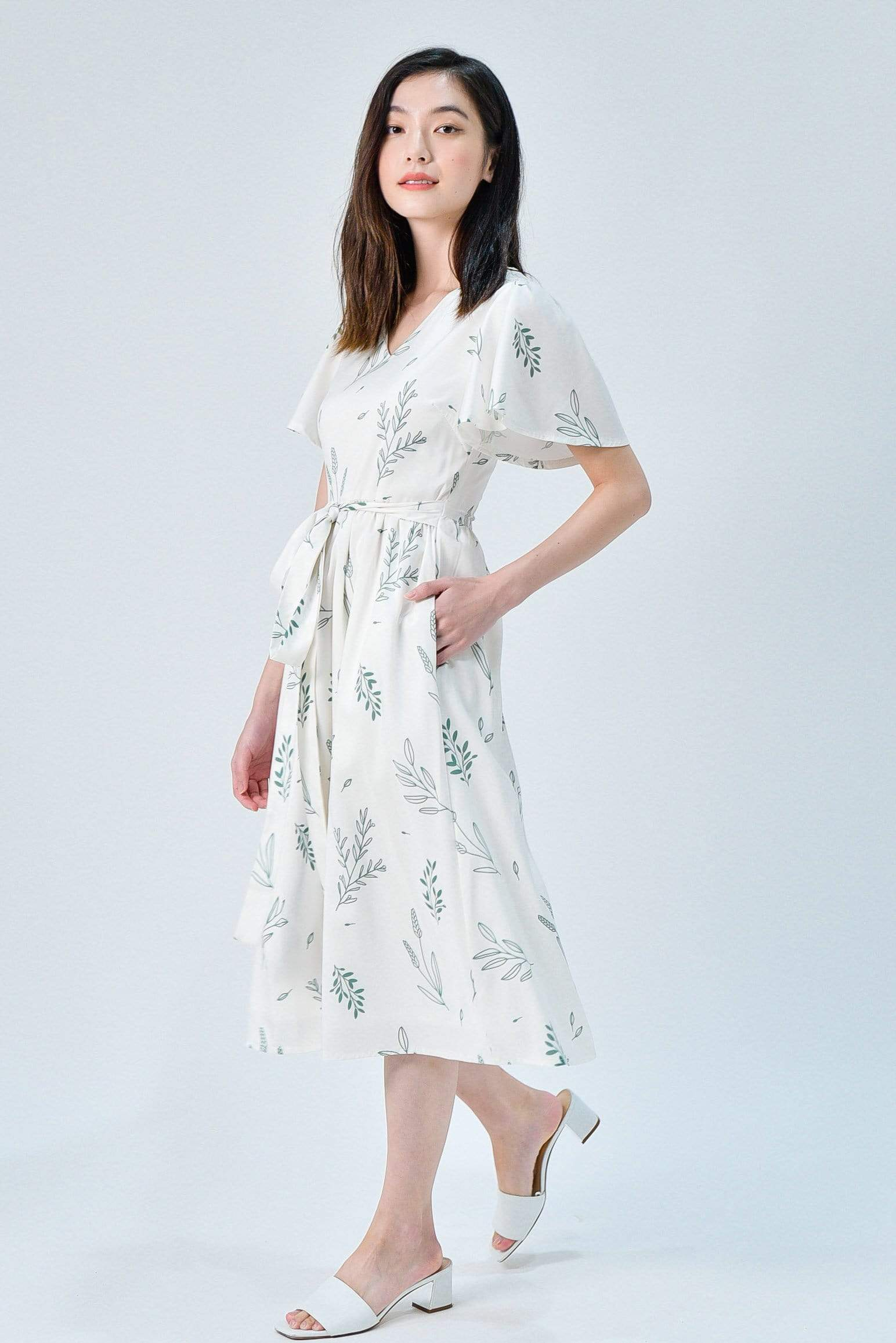 VIOLA WHITE FOLIAGE SLEEVED DRESS