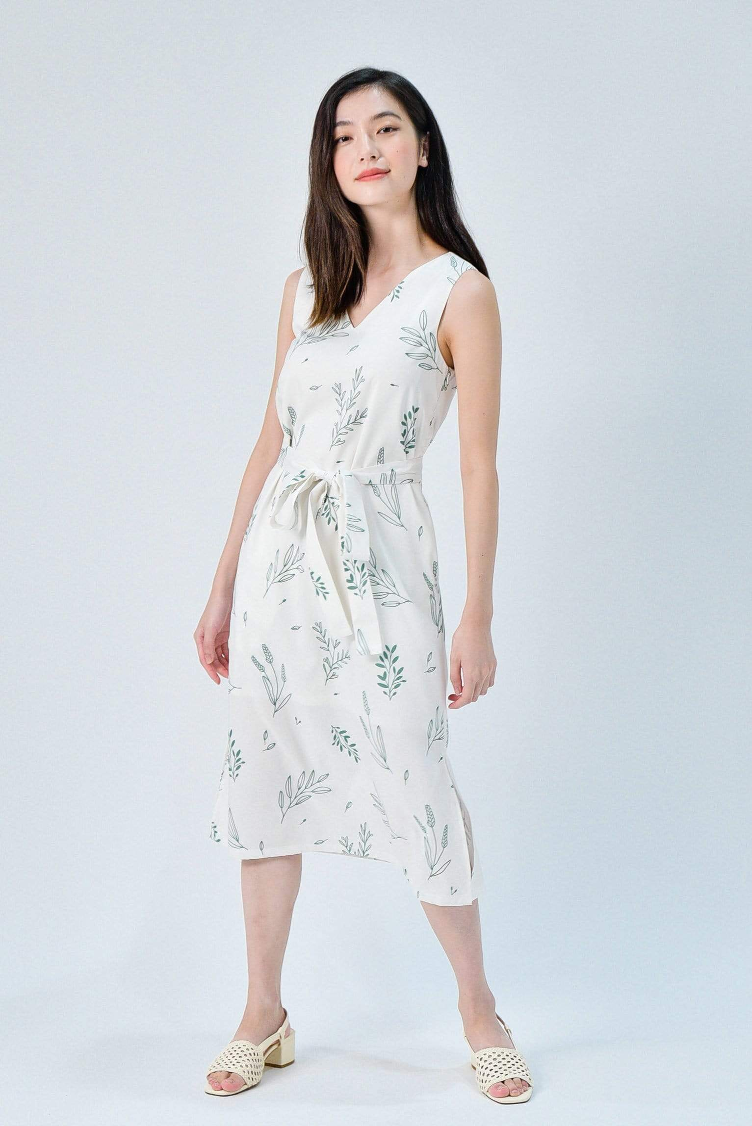 VIOLA WHITE FOLIAGE SLEEVELESS SASH DRESS