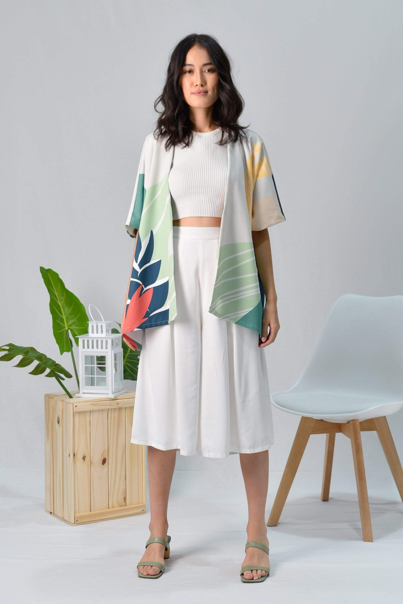 AWE Outerwear TROPICAL KIMONO IN MALDIVES