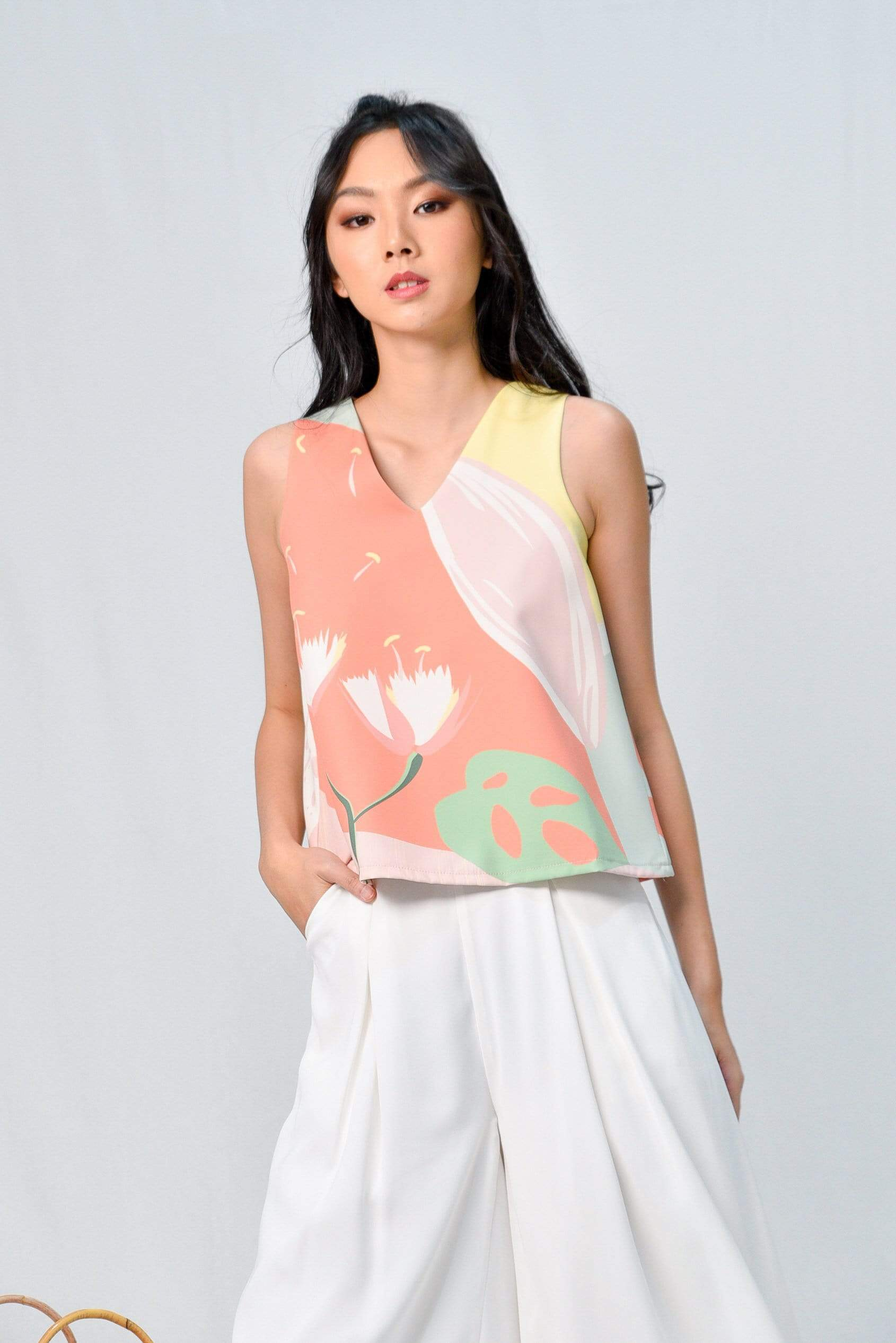 ARCADIA SLEEVELESS V-NECK TOP IN BLISS
