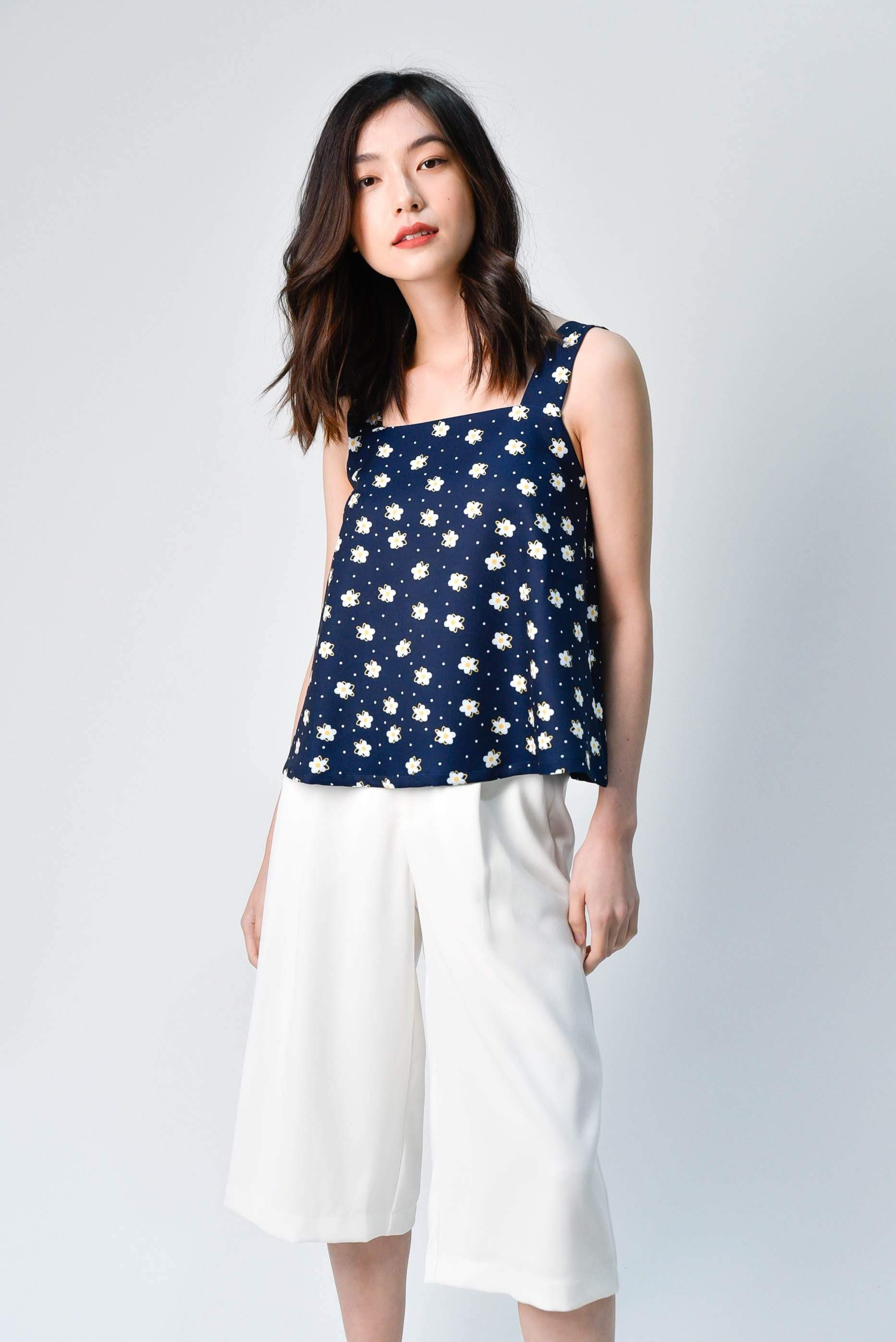 HANA NAVY FLORAL KNOTTED TOP