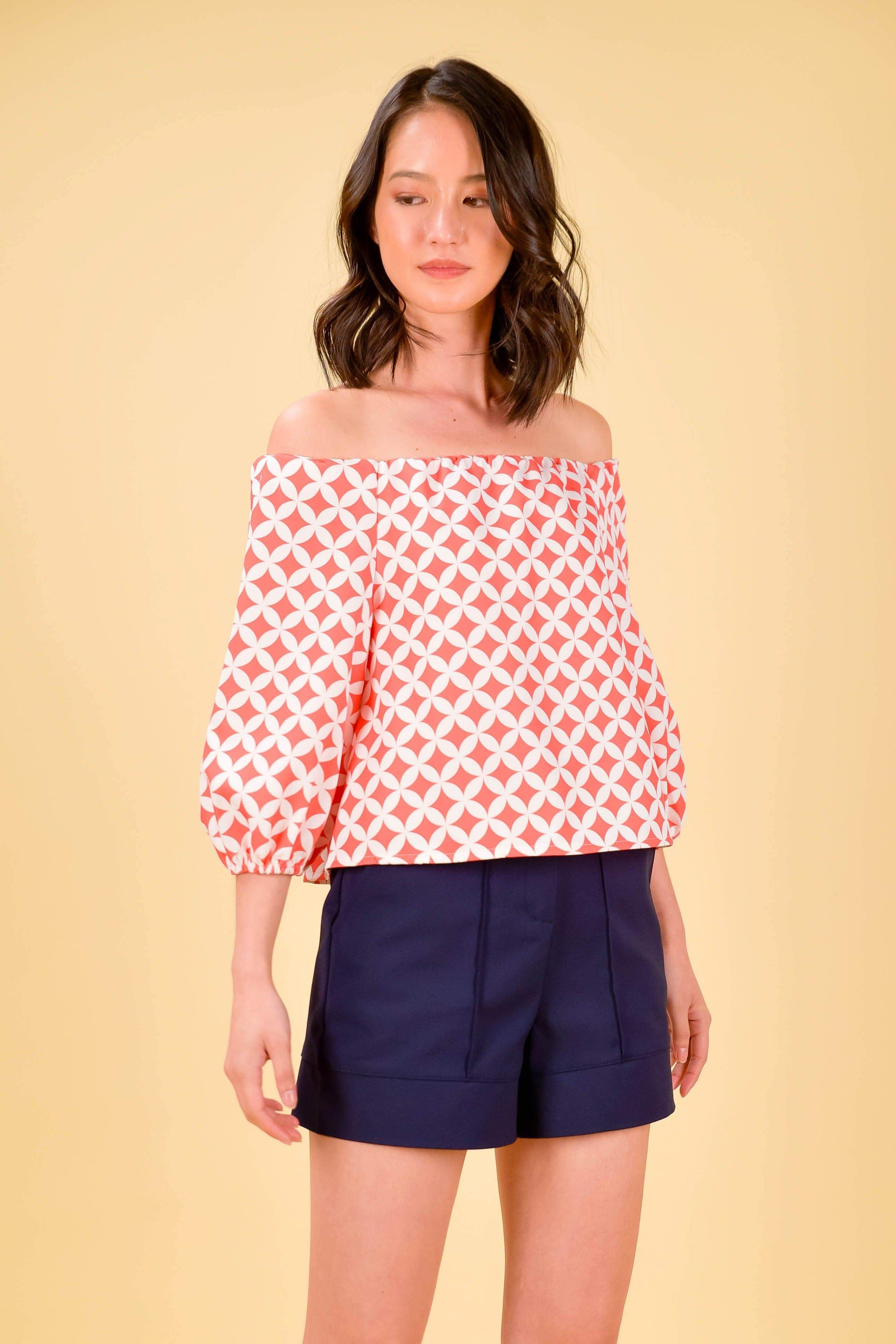 ICHIKA OFF-SHOULDER TOP IN CORAL