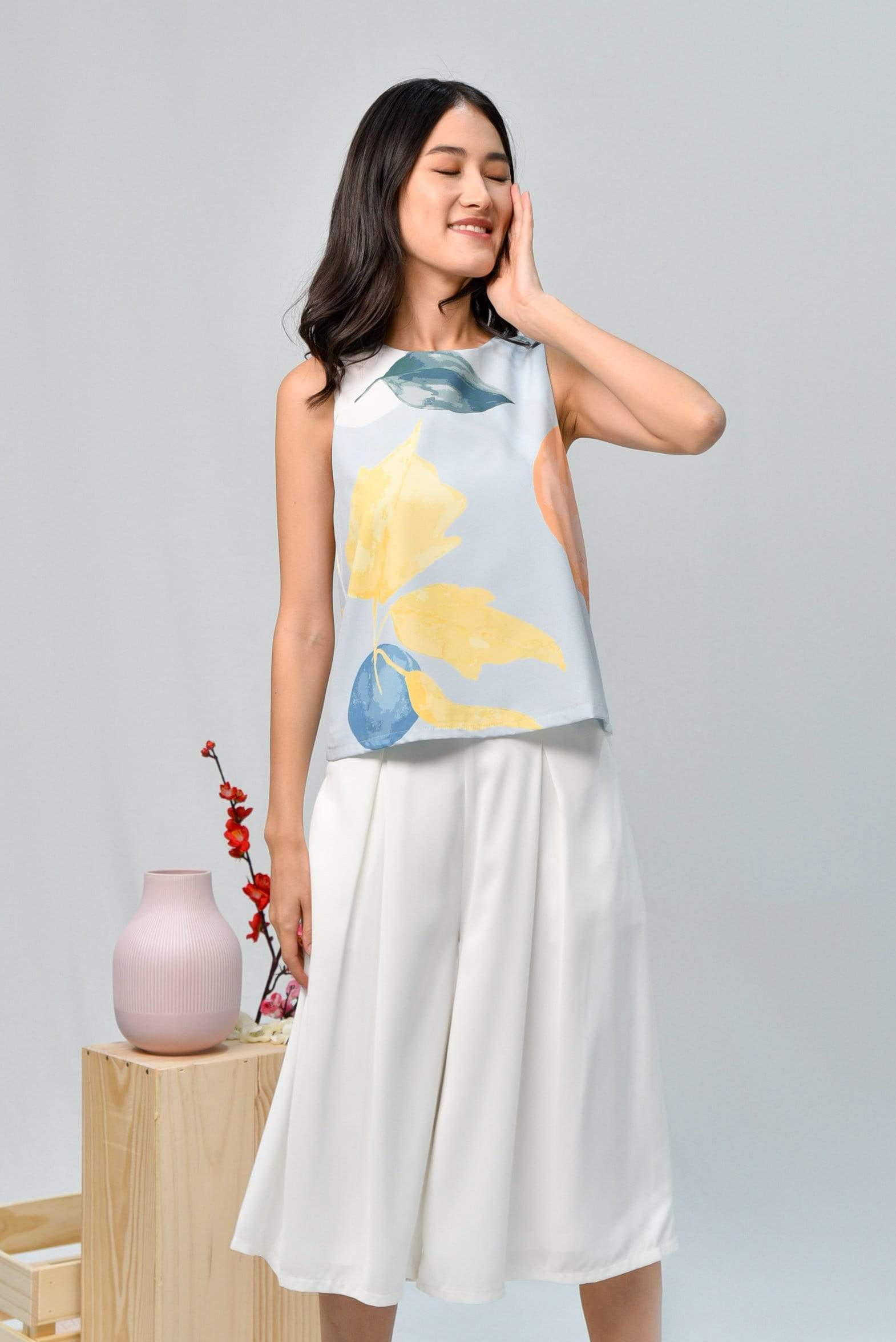 LUNAR SLEEVELESS TOP IN IRIS