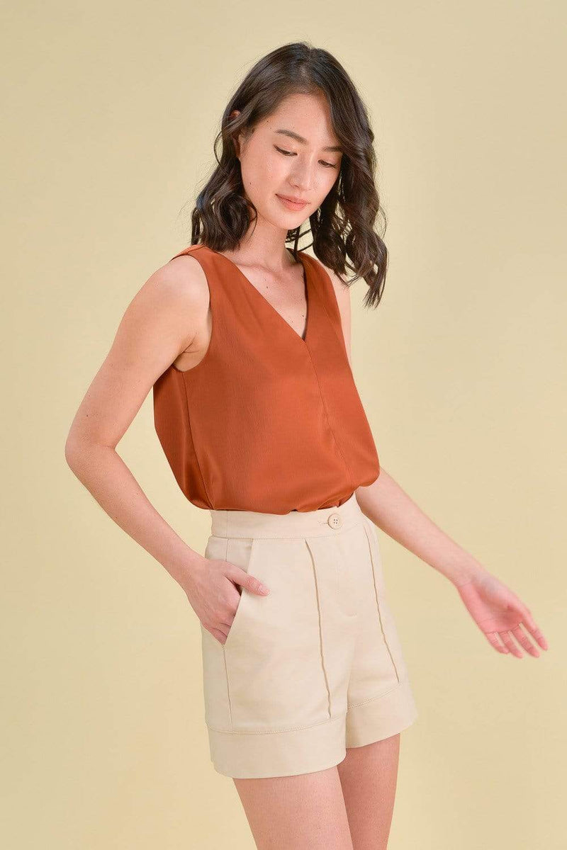 AWE Tops LYNN V-NECK TOP IN RUST