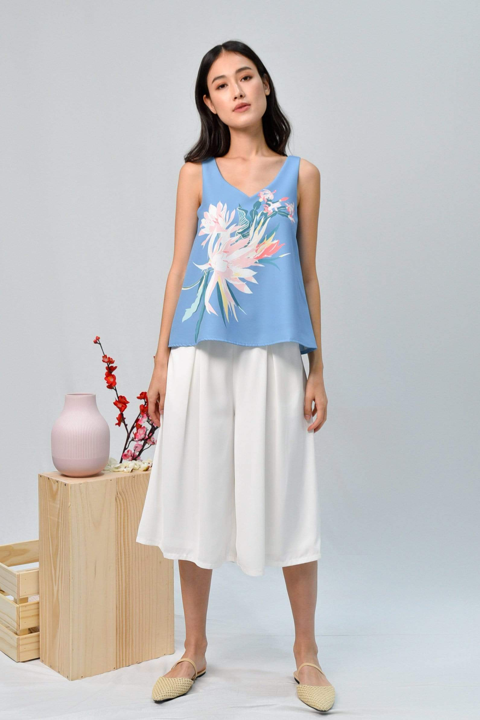 SPRING V-NECK TOP IN CORNFLOWER