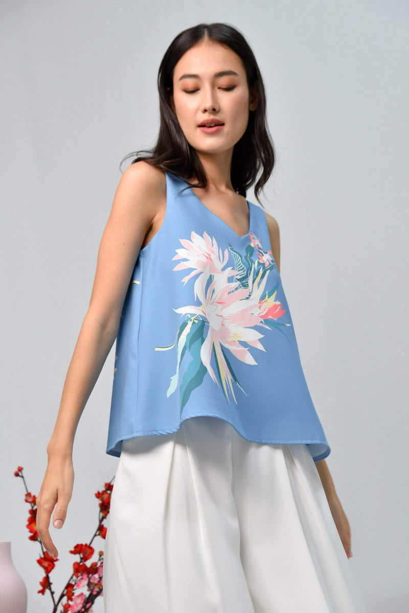 AWE Tops SPRING V-NECK TOP IN CORNFLOWER