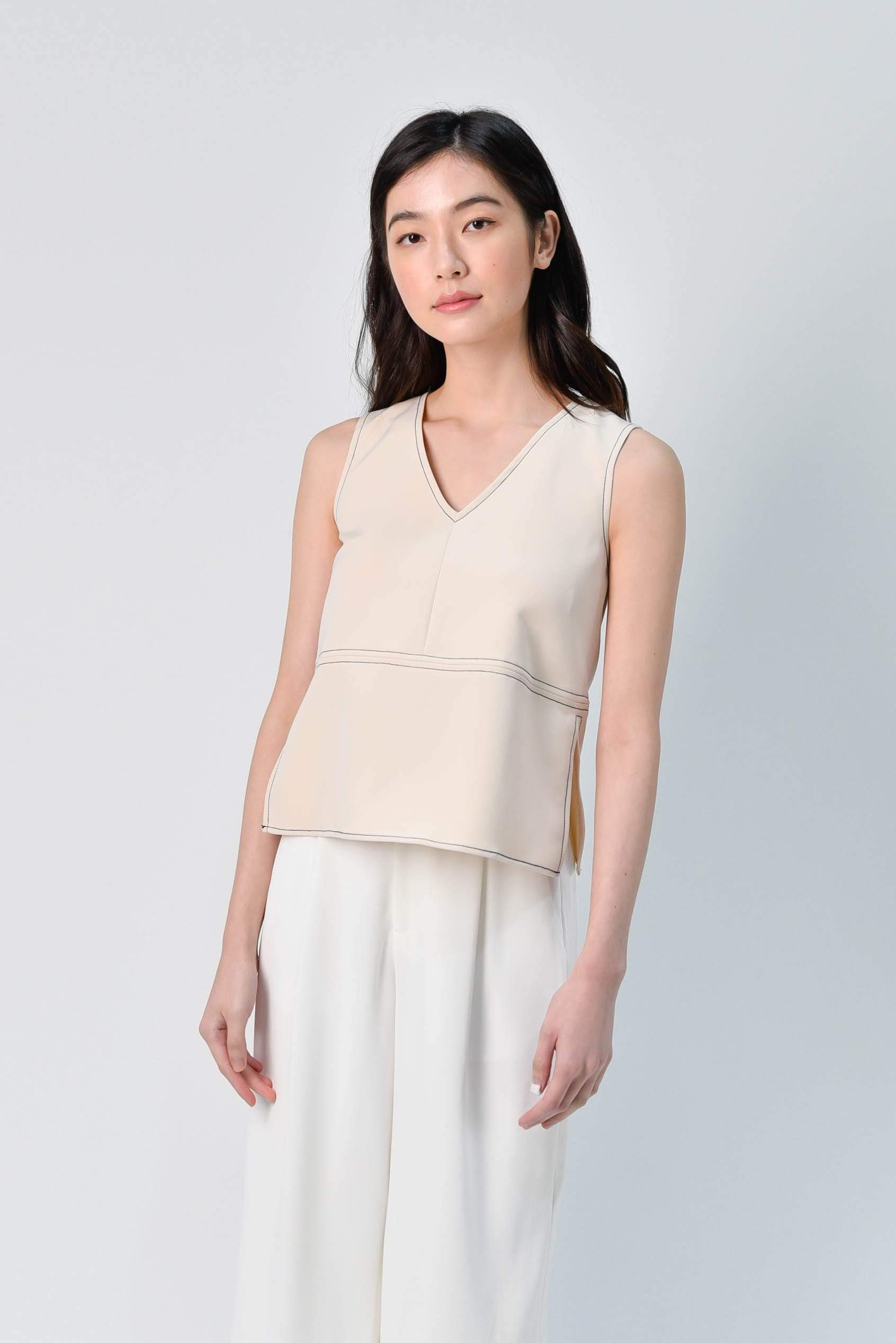 STITCHED SIDE-SLIT TOP IN BEIGE