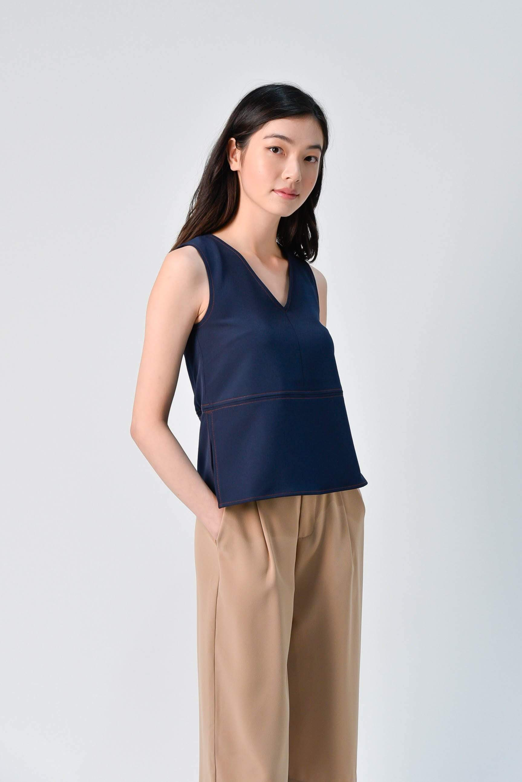 STITCHED SIDE-SLIT TOP IN NAVY