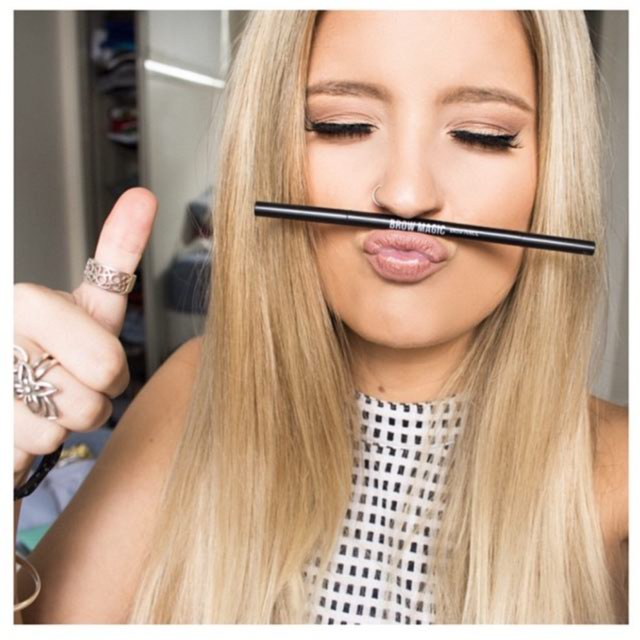 Blonde Girl Brow Magic Makeup Pencil