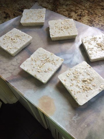 Honey Oatmeal Soap | Scrubsnluv