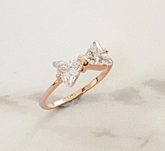 Ladies crystal and gold ring