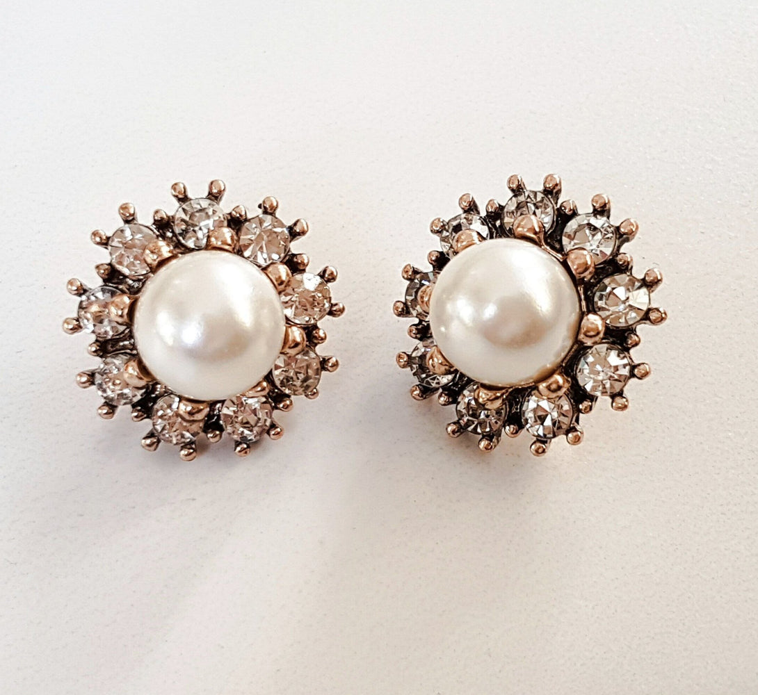 Rhinestone and pearl jewellery for women