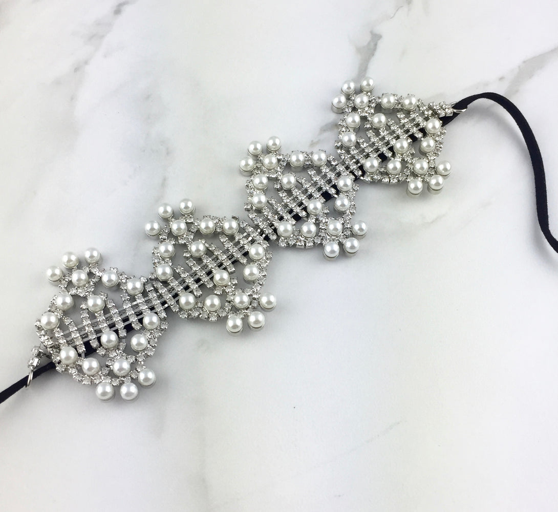 On trend pearl jewel choker necklace for her. Evening wear and fancy necklace