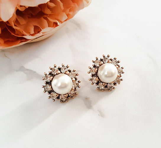 womens gold and pearl stud earrings for evening wear