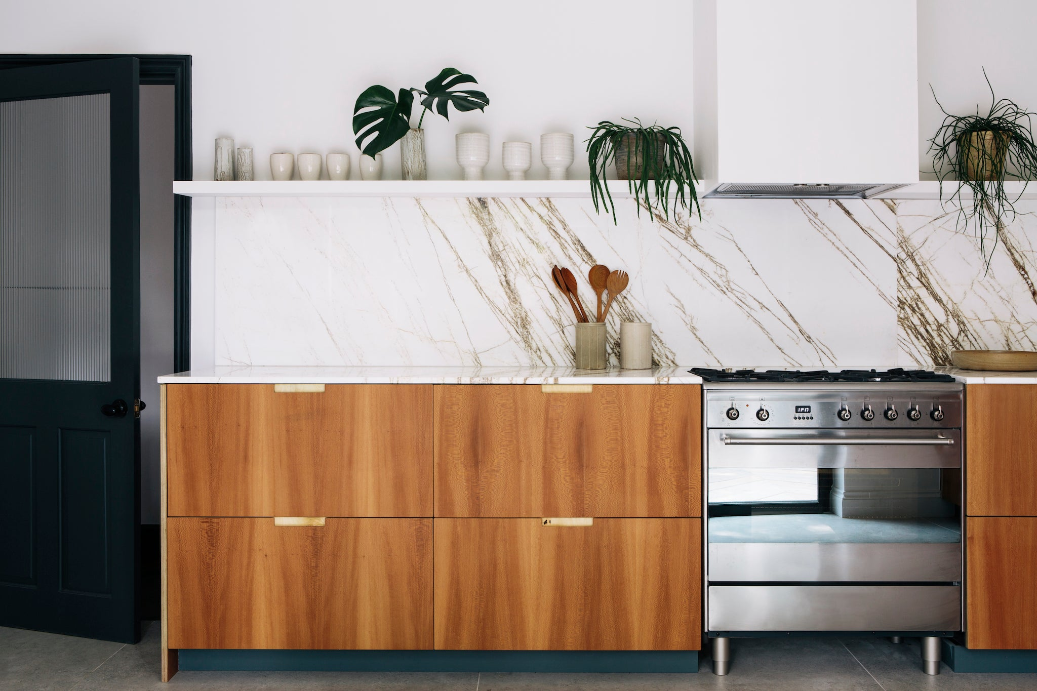 London Plane Lacewood kitchen by Custom Fronts