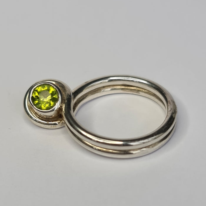 Spirit Women's Silver Philosophers Stone Ring with Peridot Gem