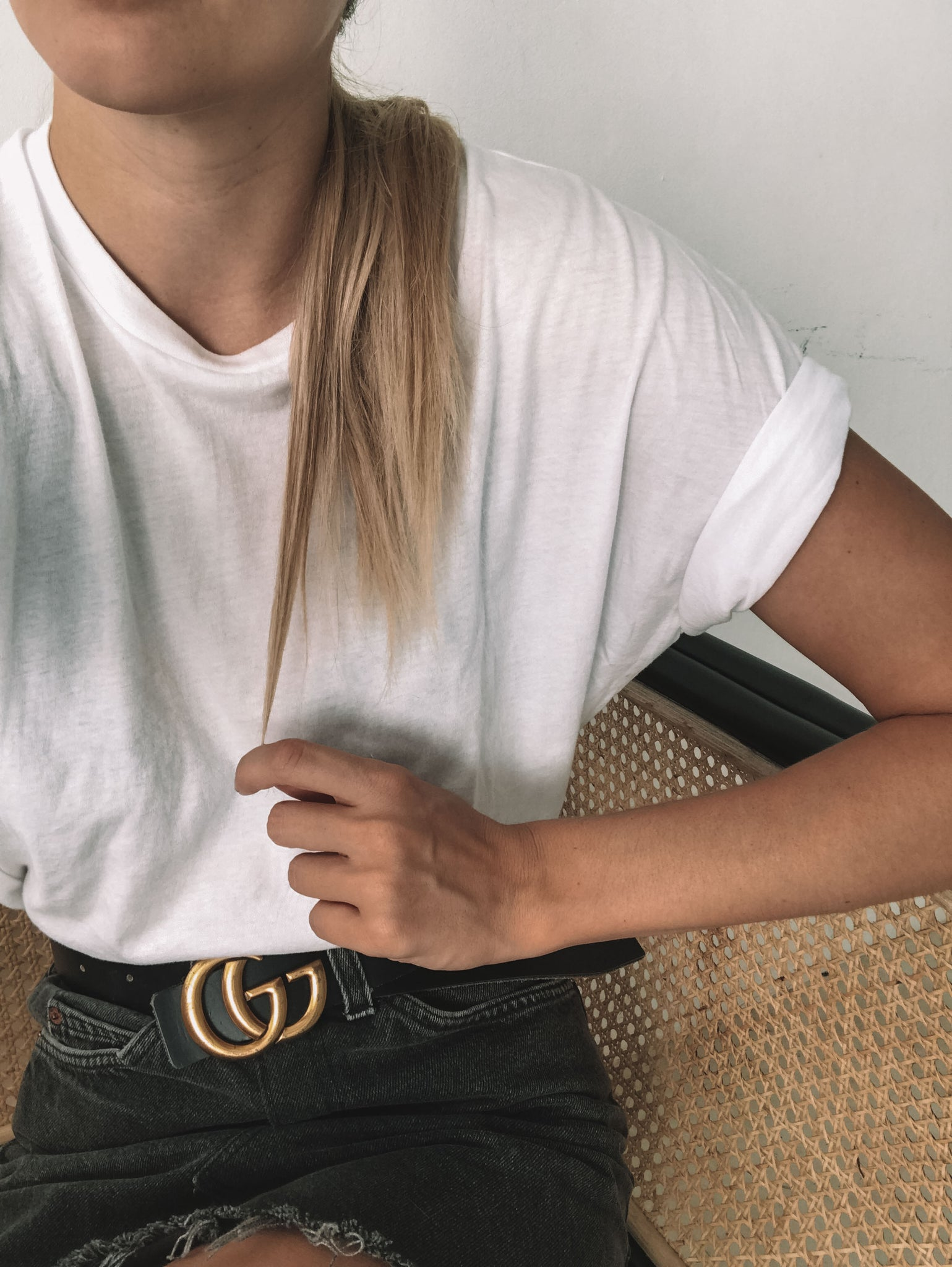 5 Ways How To Wear A White T-Shirt - Les Basics