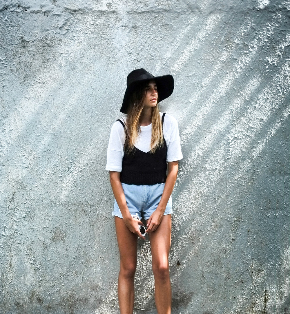 Les Basics Knit Top Stylish Ways to Wear a white t-shirt