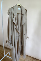 THE BASIC TRENCH COAT BROWN