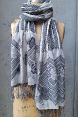 Woven fringed scarf grey