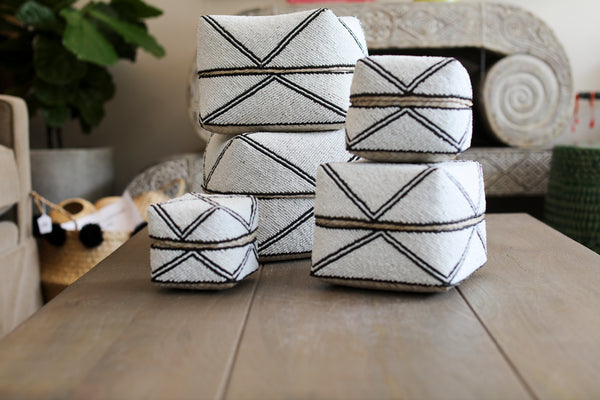 Beaded Nesting Baskets DN03 - White w/Black Trim IND - set of 5