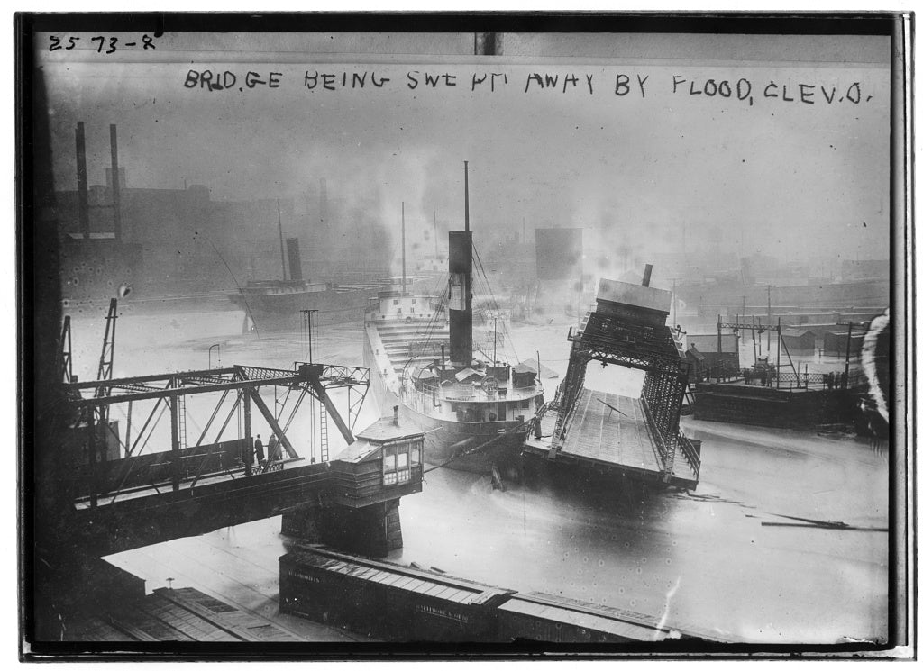 8 x 10 Photo of Bridge being swept away by flood, Cleveland, Ohio 1913 G. Bain Collection 11a