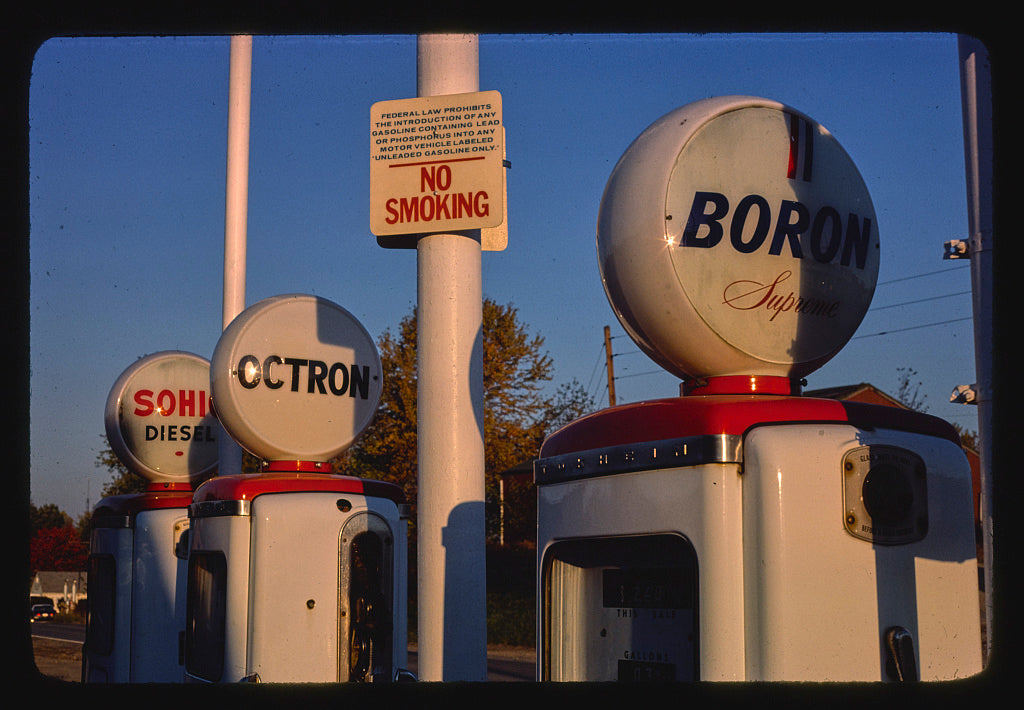 8 x 12 Photo of Sohio gas pumps, gloves detail, Route 37, New Lexington, Ohio 1977 Margolies, John 81a