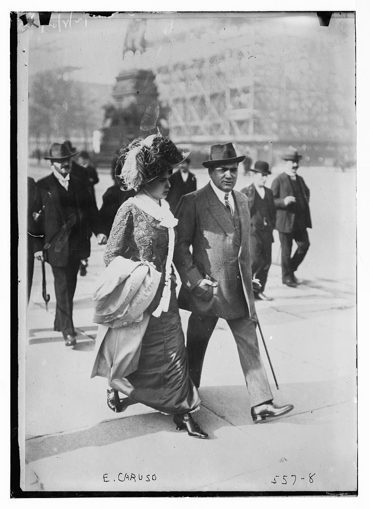 8 x 10 Photo of E. Caruso walking with unidentified woman 1890-1920 G. Bain Collection 29a