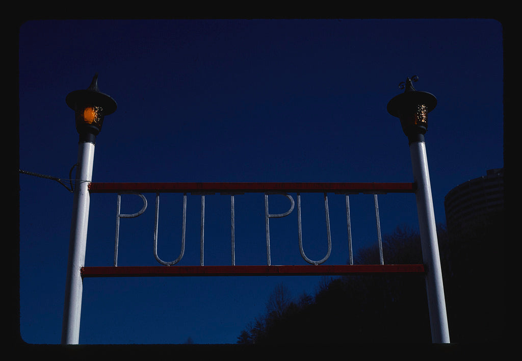 8 x 12 Photo of Entrance, Putt Putt mini golf, Airport Road, Gatlinburg, Tennessee 1984 Margolies, John 78a