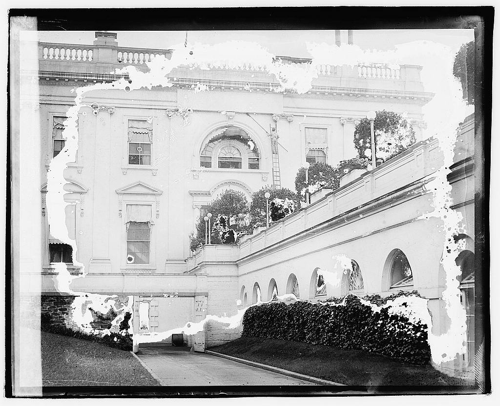 16 x 20 Reprinted Old Photo ofCleaning White House 1920 National Photo Co  65a