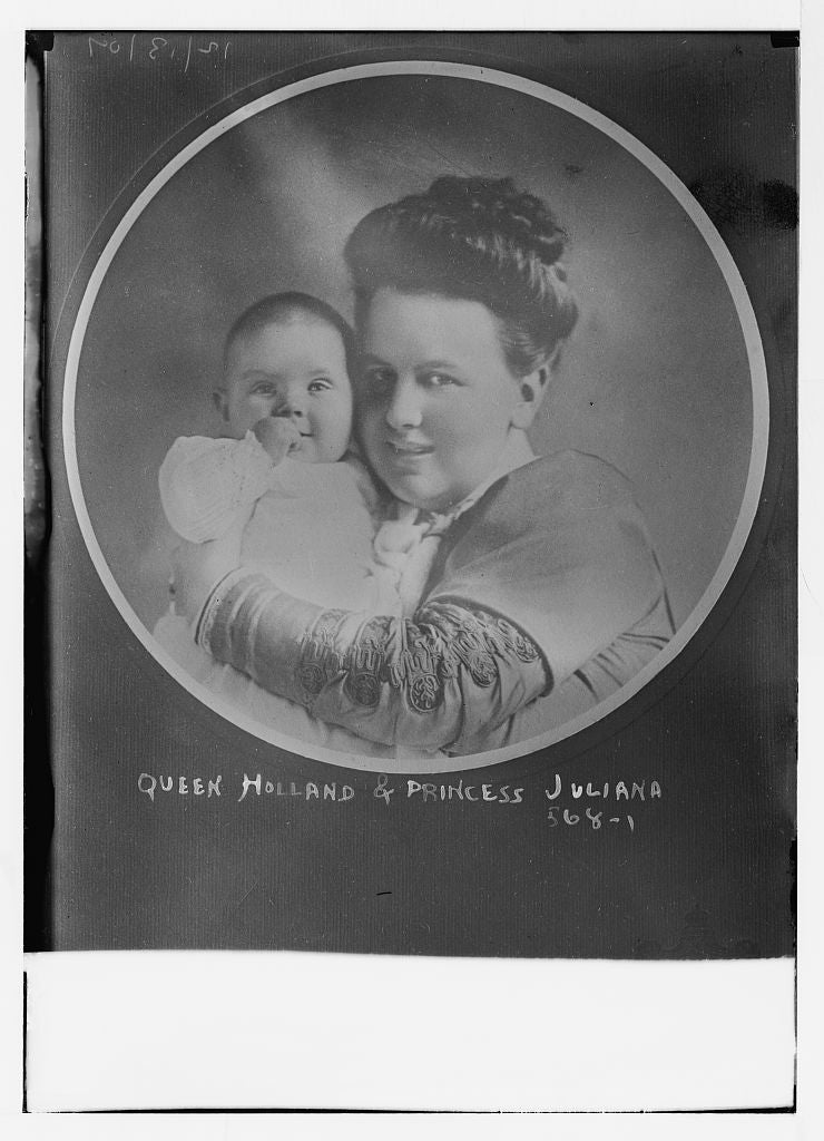 8 x 10 Photo of Queen of Holland holding Princess Juliana, cameo portrait 1890-1920 G. Bain Collection 71a