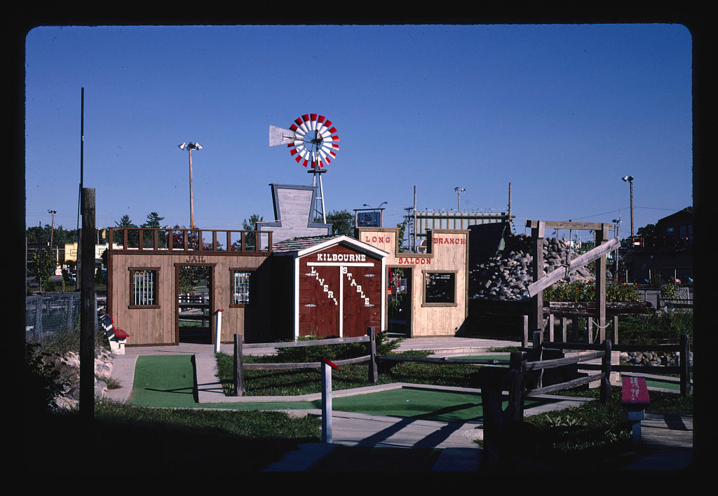8 x 12 Photo of Overall Horizontal, Old Kilbourn mini golf, Route 12, Wisconsin Dells, Wisconsin 1988 Margolies, John 31a