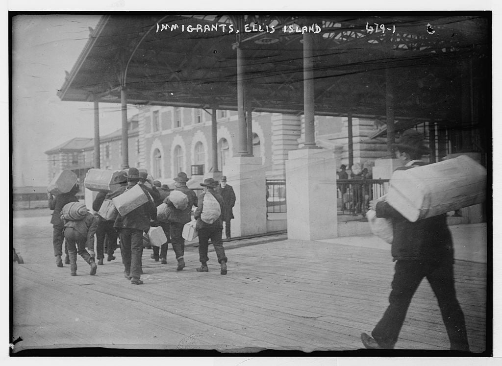 8 x 10 Photo of Immigrants carrying luggage, Ellis Island, New York 1890-1920 G. Bain Collection 50a