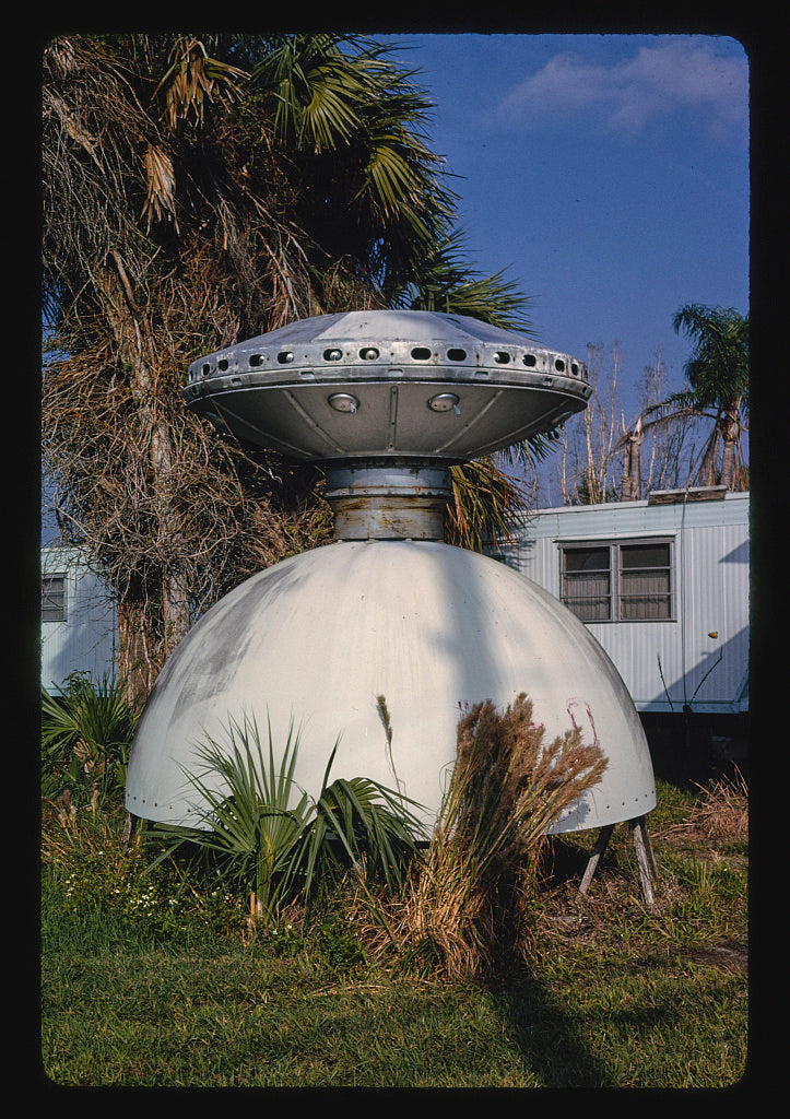8 x 12 Photo of Flying Saucer statue, Doll House Museum, Route 1, Valkaria, Florida 1990 Margolies, John 10a