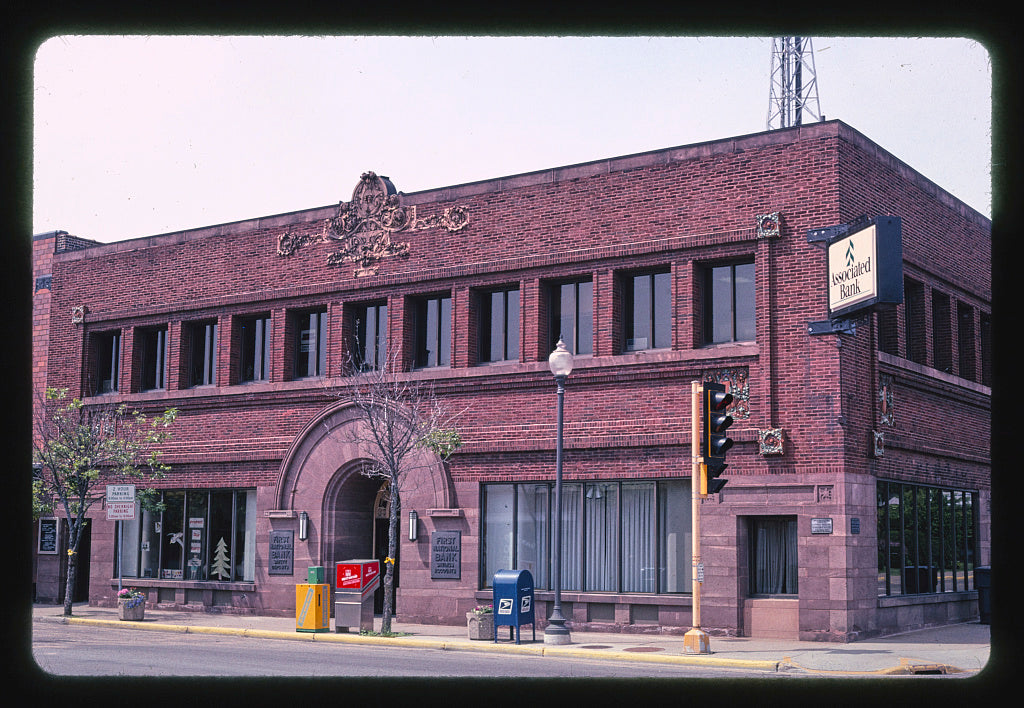 8 x 12 Photo of  First National Bank (1909), Purcell Elmsie architects, Davenport Street, Rhinelander, Wisconsin  2003 Margolies, John 70a