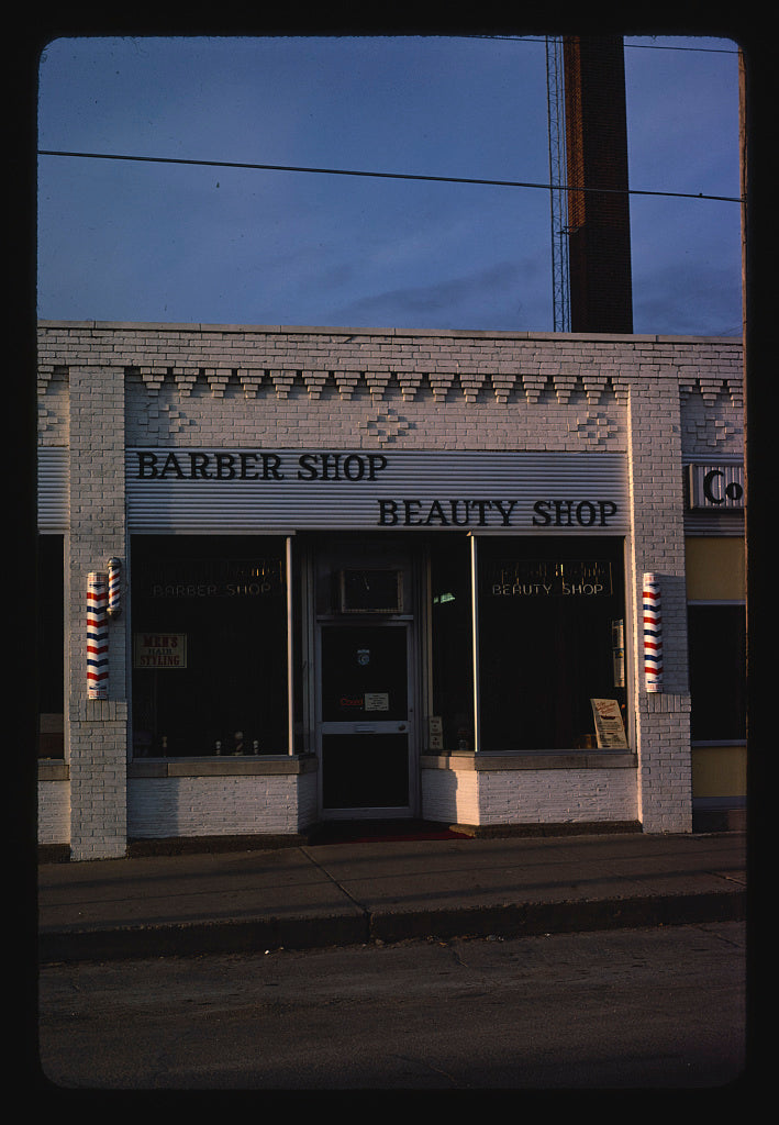 8 x 12 Photo of Ingersoll Barber Beauty Shop, Des Moines, Iowa 1980 Margolies, John 47a