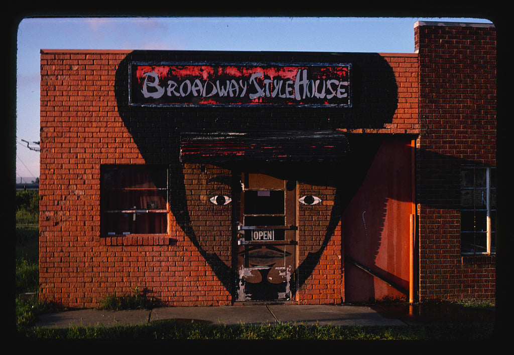 8 x 12 Photo of  Broadway Style Shop, Shreveport, Louisiana  1982 Margolies, John 73a